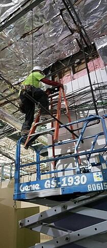 Scissor_Lift_Safety_Fail_-_Man_on_Ladder_on_Top_of_Top_Rail-Resize
